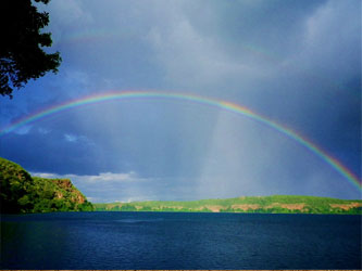 Arc-en-ciel dans le lac Chala