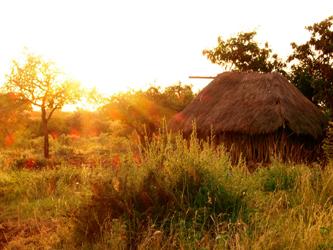Coucher de soleil au village du lac Manyara